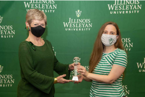 Shipley accepting The Leadership Award for Inclusive Excellence from President Nugent. Photo: Illinois Wesleyan University